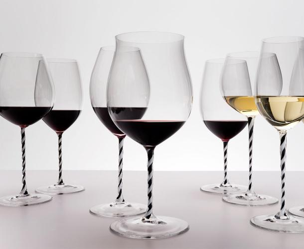 Учимся держать винный бокал