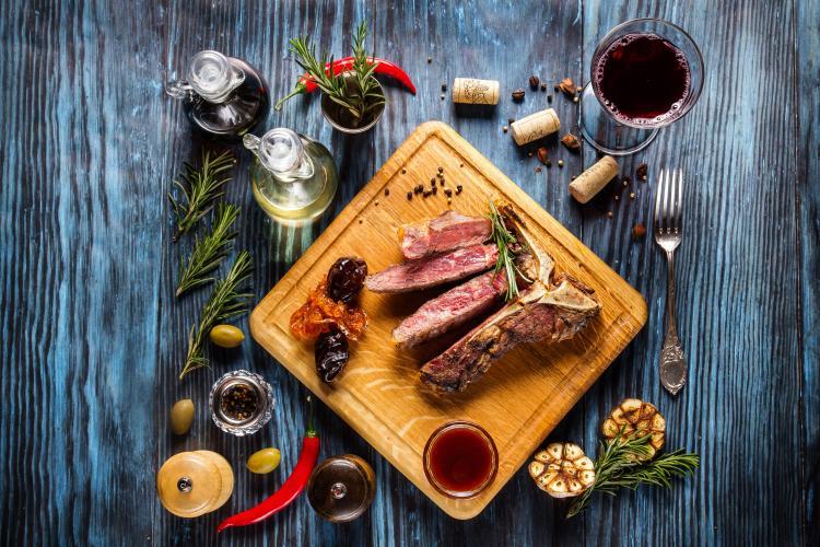 Какое вино стоит использовать для приготовления мясных блюд?