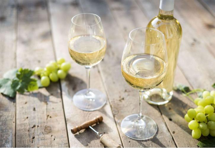 Выбираем правильное белое полусухое вино